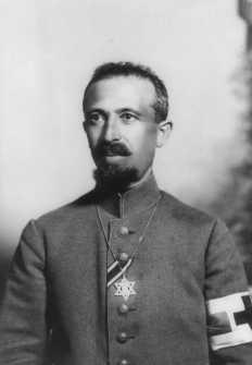 Feldrabbiner Aron Tänzer wurde im Ersten Weltkrieg mit dem Eisernen Kreuz ausgezeichnet. Er diente an der Ostfront. (Quelle: Wikipedia)