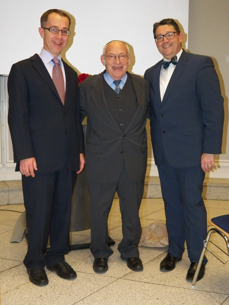 Rabbiner Tovia Ben Chorin mit Rabbiner Tom Kucera (l.) und Kantor Nikola David (r.)