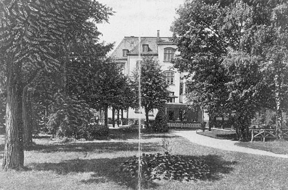 """Im Gebäude der ehemaligen """"Israelitischen Kinderheilstätte"""" war ab 1947 ein religiöses Kinderheim untergebracht. Repro: Sammlung Monica Kingreen"""