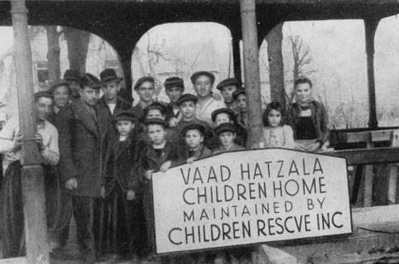 Rabbiner Nathan Baruch (4. v. l.), der Direktor des Vaad Hatzala in Deutschland, zu Besuch in Bad Nauheim. Repro: nurinst-archiv