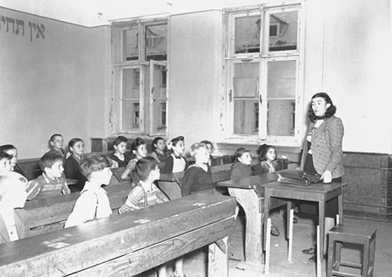 Klasse der jüdischen Grundschule im DP Camp Wetzlar, Foto: US National Archives and Records Administration (Public Domain)