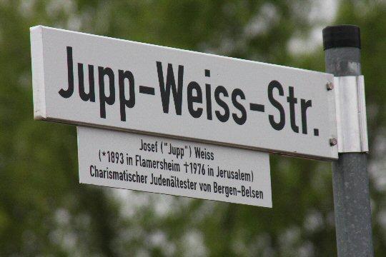 Neues Straßenschild in Flamersheim: Jupp-Weiss-Straße