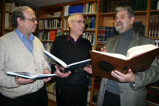 Vorstand der Konstanzer IKG und Bibliotheksleiter Thomas Uhrmann (Mitte)