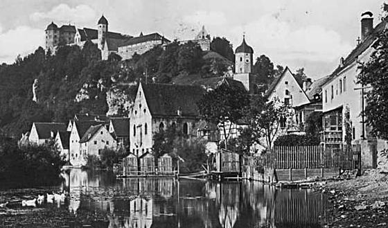 Ansicht von Harburg in Schwaben um 1930, in der Mitte die 1754 erbaute Synagoge