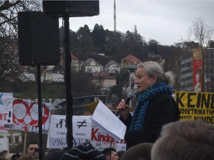Inge Thürkauf spricht auf der homophoben Demo