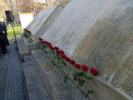 Gedenkveranstaltung am 16.12.2013 am Mahnmal für die ermordeten Juden Hannovers, Opernplatz