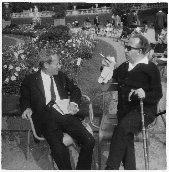 Léon Poliakov und Joseph Wulf in Paris, 1966.