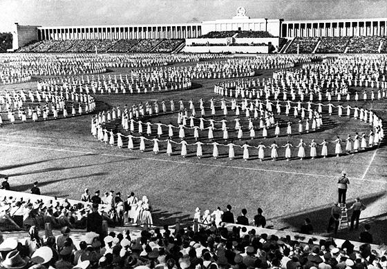 """""""Tag der Gemeinschaft"""" auf dem Nürnberger Reichsparteitagsgelände 1938"""