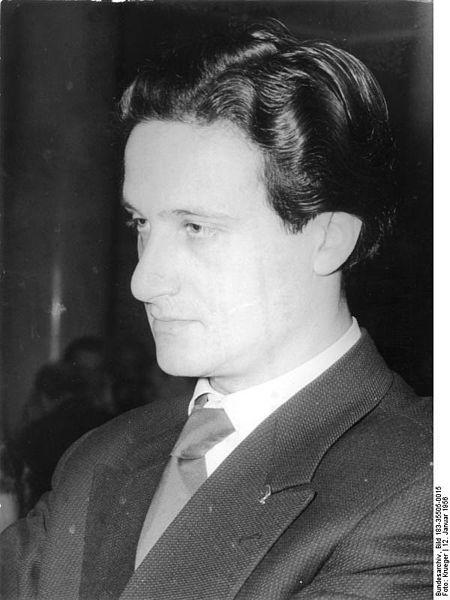 Ralph Giordano am 12. Januar 1956 auf dem IV. Deutschen Schriftstellerkongress zu Berlin, (c) Bundesarchiv, Bild 183-35505-0015 / Krueger / CC-BY-SA