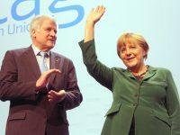 Horst Seehofer und Angela Merkel auf dem CSU-Parteitag 2012 am 19.10.2012 in München,Foto:Michael Lucan, Lizenz:CC-BY-SA 3.0