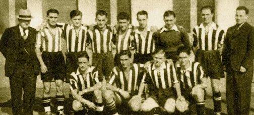 Die Mannschaft von Jeunesse Esch und ihr neuer Trainer Max Gold (stehend, ganz rechts) imSeptember 1938. Foto aus A-Z, Luxemburger illustrierte Wochenschrift, 25. September 1938