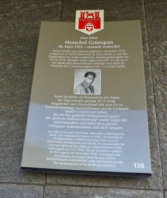 Gedenktafel an der Gebäudefassade des Historischen Museums in der Altstadt von Hannover