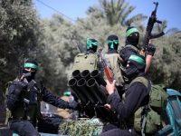 Militante Palästinenser der Hamas bei einer Militärübung am 25. März in Vorbereitung auf die Konfrontation mit Israel am sogenannten Land-Tag (Foto: Reuters/Ibraheem Abu Mustafa)
