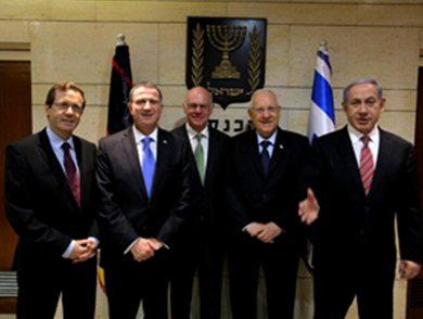 Bundestagspräsident Lammert (Mitte) in der Knesset (Foto: Oren Cohen)